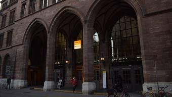 Die Hauptpost-Filiale in der Basler Innenstadt soll geschlossen werden. Welcher Laden dafür in die historischen Hallen einzieht, ist noch völlig offen. Pedro Schön
