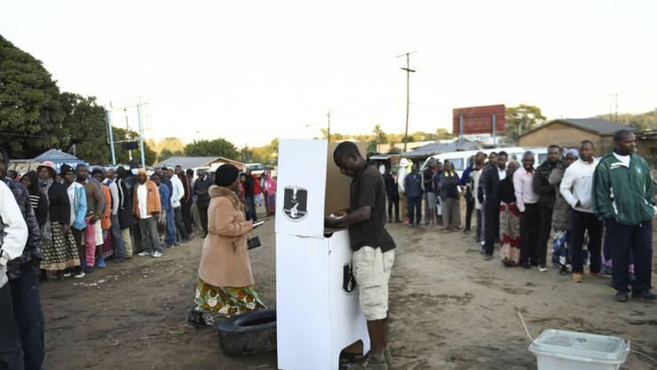 Stimmabgabe in Balntryre in Malawi. Foto: Thoko Chikondi/AP/dpa