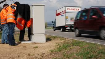 Pilotanlage: In Hendschiken werden seit Montag Fahrzeuge nicht nur automatisch gezählt, sondern auch nach Typen klassifiziert. Toni Widmer