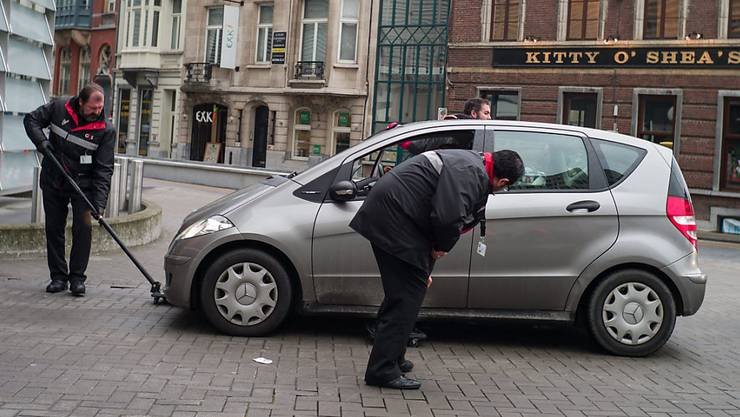 Fahrzeugkontrolle in der Nähe des Gebäudes der EU-Komisssion in Brüssel.