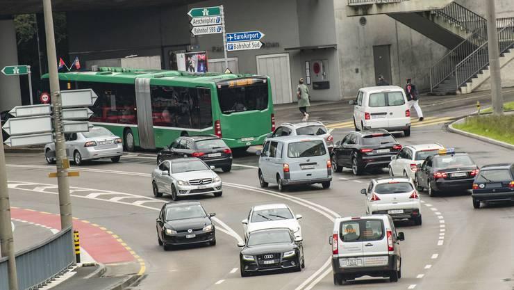 Links abgebogen: Geht es nach dem Parlament, wird der Verkehr in Basel umweltfreundlicher.