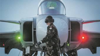 Totgesagte leben länger: ein Gripen-Jet, hier im Einsatz für die ungarische Luftwaffe. Sandor Ujvari/EPA