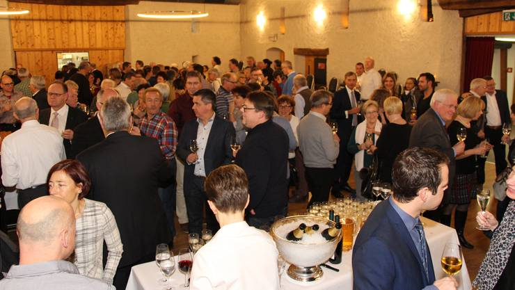 Volles Haus: Der Neujahrsapéro im Festsaal des Schlosses Böttstein