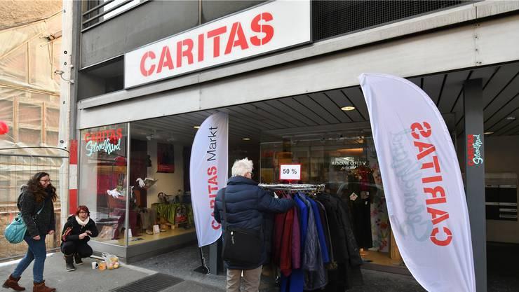 Gemäss dem Hilfswerk Caritas liegen im Aargau, in Solothurn und Baselland Vorstösse zum Abbau der Sozialhilfe auf dem Tisch.