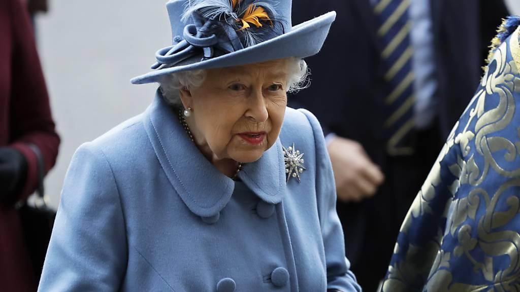 Königin Elizabeth II. wendet sich wegen der Corona-Krise am Sonntagabend in einer Ansprache an die Briten. Abgesehen von den traditionellen Weihnachtsansprachen ist es erst die vierte solche Rede des seit 1952 amtierenden britischen Staatsoberhaupts. (Archivbild)