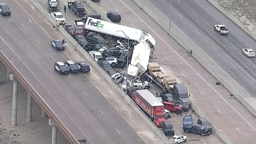 Massenkarambolage in Texas mit über 75 Fahrzeugen fordert mindestens 5 Tote