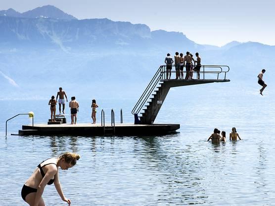 Wer kann, sucht die Nähe des Wassers, wie hier in Lutry am Genfersee.