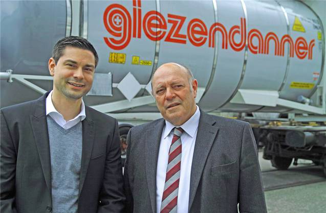 Benjamin (links) und Ueli Giezendanner im Rothrister Container-Terminal. (Archiv)