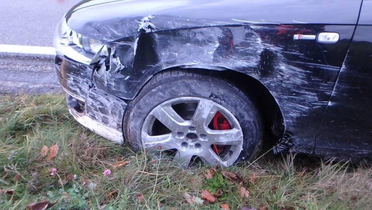Ein Audi-Fahrer ist am Sonntagnachmittag auf der Staffeleggstrasse bei Densbüren eingenickt und kollidierte dann mit einer Stützmauer.