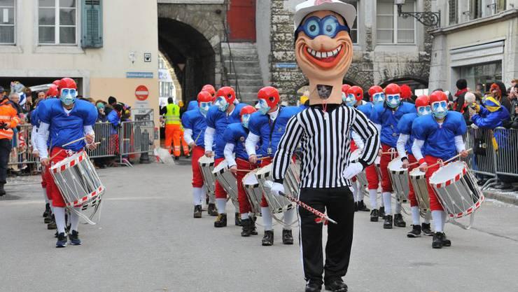 Bildet die Nummer 1 des Umzugs: Tambourenverein Solothurn