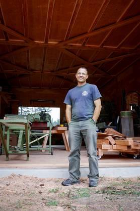 Blockhaus-Bauer Kurt Fischer musste sich wegen einem Bandscheibenvorfall beruflich umorientieren.