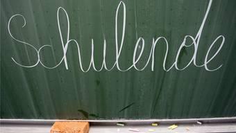 Tausende Baselbieter Schüler sehnten das Schulende herbei. Für 350 Lehrer sind die Sommerferien aber mit dem Verlust ihres Jobs verbunden.