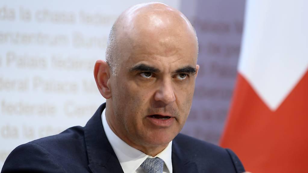 Gesundheitsminister Alain Berset empfiehlt, dass die Kantone flächendeckend an den Schulen regelmässige Corona-Tests durchführen. (Archivbild)