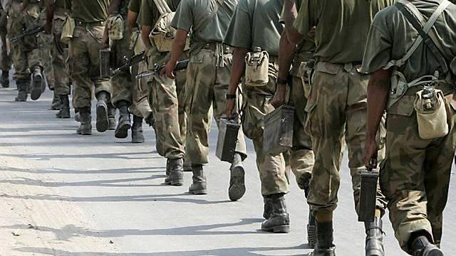 Pakistanische Soldaten bei einem Training in Lahore (Archiv)