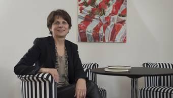 Jolanda Urech in ihrem Büro im Stadthaus. An der Wand eines ihrer Lieblingsbilder, gemalt von Cosimo Gritsch.