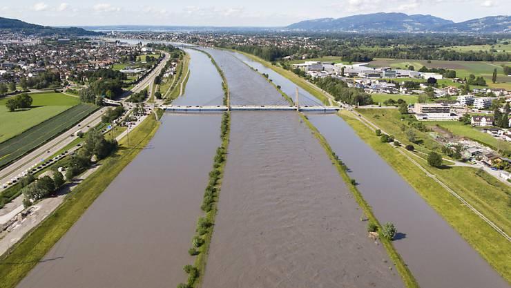 Das Hochwasser im Rhein geht zurück, der Bodenseepegel steigt.