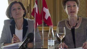 Justizministerin Simonetta Sommaruga (r.) und die Österreichische Innenministerin Johanna Mikl-Leitner