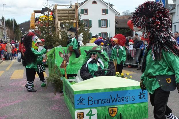 Die Bonsai-Waggis sind die Jägermeister am Umzug in Pratteln.