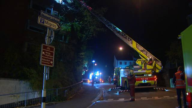 Schwerverletze Person nach Hausbrand in Zürich