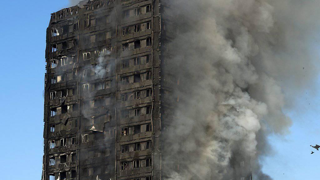 Bei dem Feuer am 14. Juni 2017 im Grenfell Tower waren 71 Menschen ums Leben gekommen. (Archivbild)