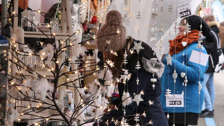 Letztes Jahr gab es auf dem Weihnachtsmarkt in Frick 130 Stände, die für Adventsstimmung sorgten. In diesem Jahr werden es über 100 sein.