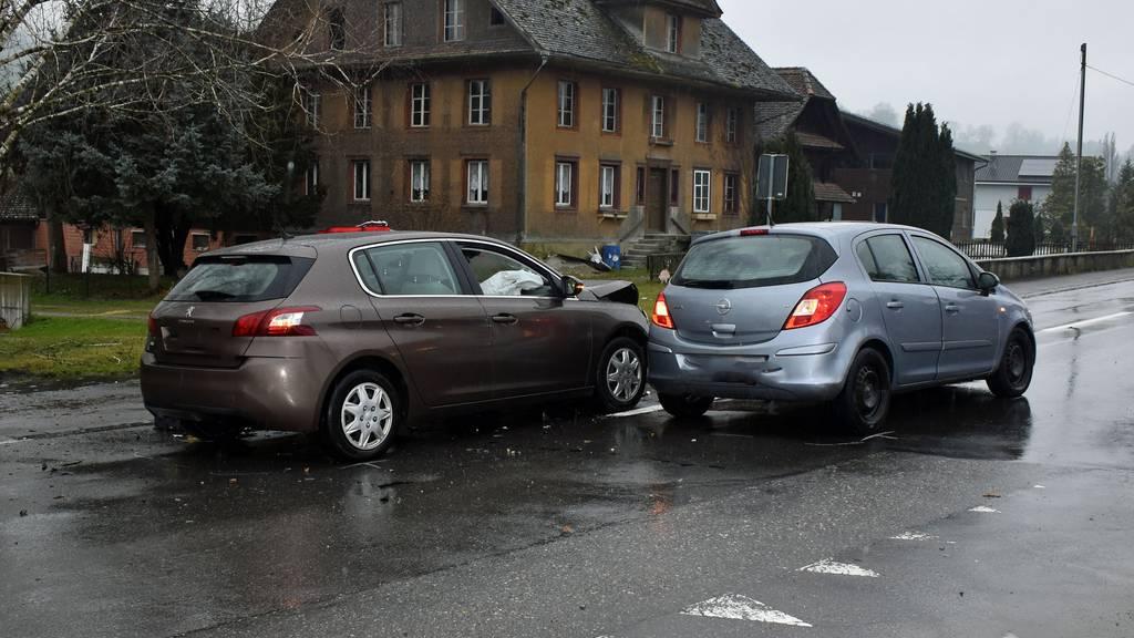 Vier Personen bei Verkehrsunfall verletzt