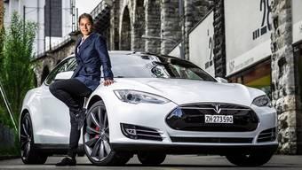 Milena Pfister und ihr Tesla Model S: Für einmal schlüpft sie in die Rolle der Pilotin. Im eigentlichen Job leitet sie den Aufbau des «Club of Streez» in Baden.