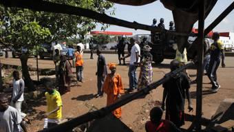 Bewohner eines Vororts der Hauptstadt Conakry (Archiv)