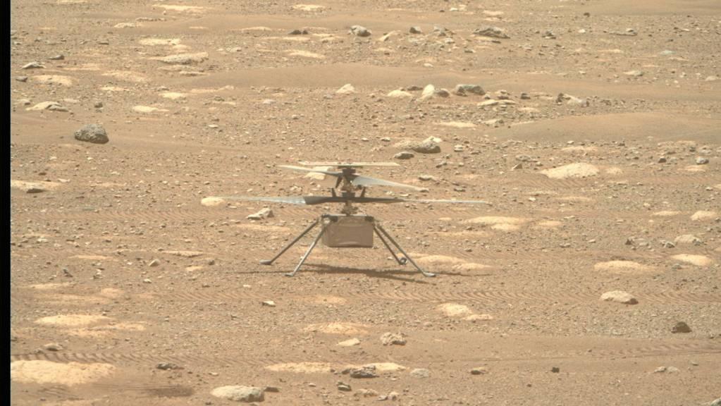 Der Nasa-Helikopter «Ingenuity» auf der Mars-Oberfläche. (Archivbild)