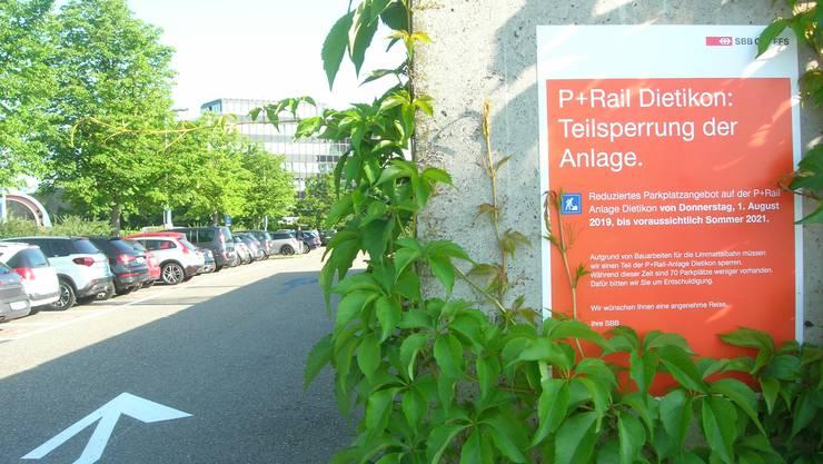 Die Park & Ride Anlage am Bahnhof Dietikon wurde  wegen Bauarbeiten für die Limmattalbahn um 70 Parkplätze reduziert. (Archiv)
