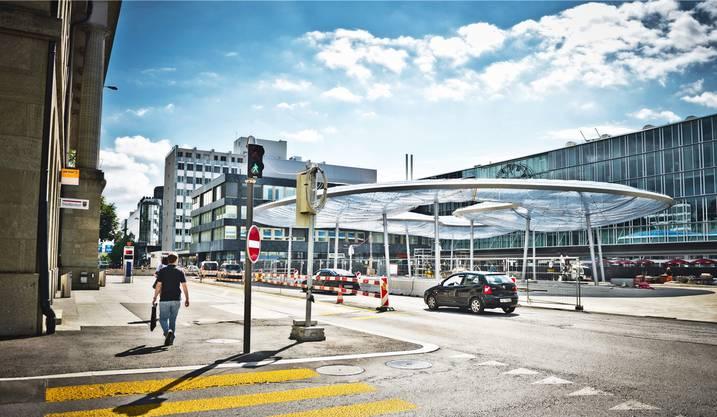 Das Dach über dem Aarauer Bahnhofplatz ist ebenfalls ein Hingucker.