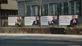 Plakate zur Stadterklärung beim Wohler Kirchenplatz (fh)