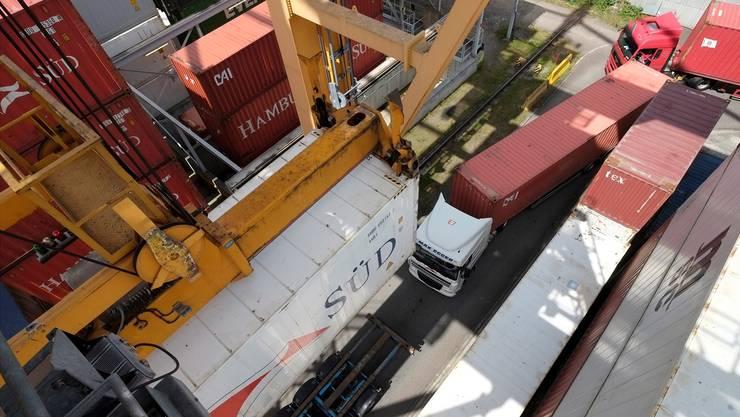 Bisher werden neun von zehn im Hafen umgeschlagene Container auf der Strasse transportiert. Dies soll sich mit einem neuen Terminal ändern.