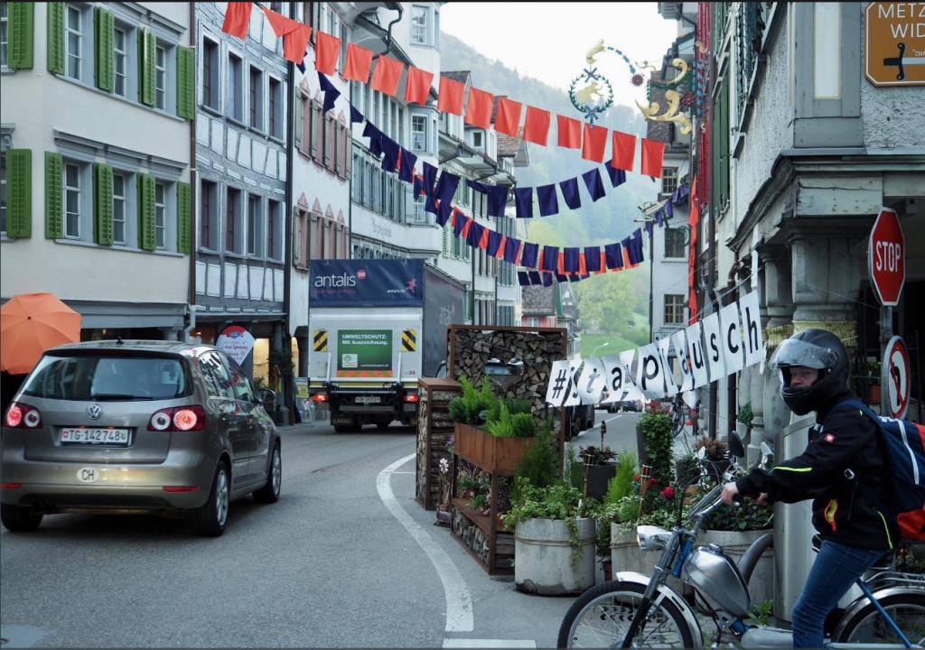 Der Bau der geplanten Umfahrungsstrasse in Bütschwil ist in vollem Gange. (© Sascha Erni)