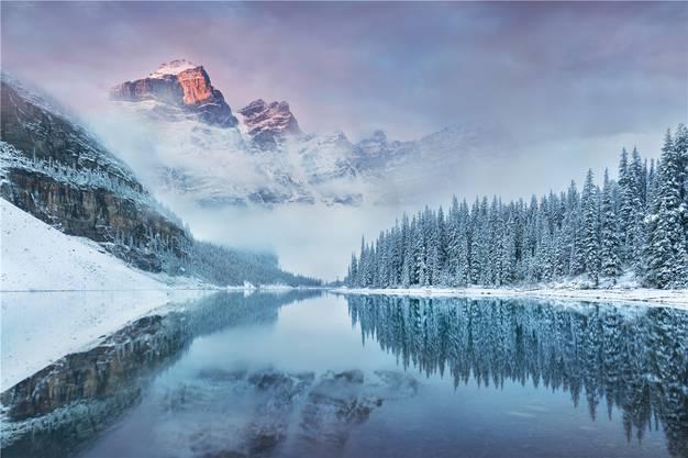 Statt Halligalli wie in den nahe gelegenen Skigebieten führen die Loipen weit hinaus in die Natur und in die zauberhafte Winterwunderwelt des Banff-Nationalparks.