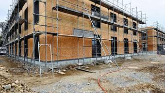 Im Zeitplan: Nach zehn Monaten Bauzeit ist der Rohbau des Behindertenwohnheims Kontiki fertig. (Bild: Oliver Menge)