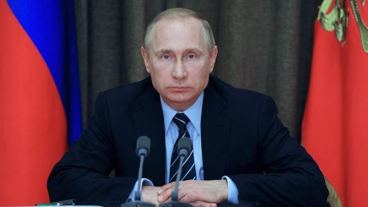 Russlands Präsident Putin beim Treffen mit seinen Militärberatern in Sotschi.