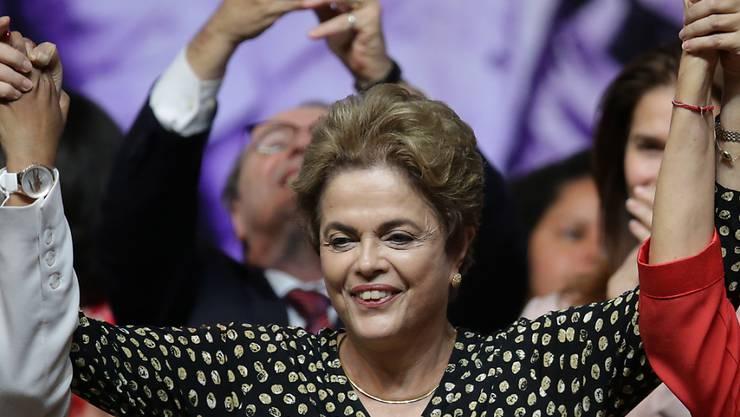 Ihr droht heute die vorübergehende Absetzung: Brasiliens Präsidentin Dilma Rousseff. Der Senat berät aber 14 Uhr mitteleuropäischer Zeit.