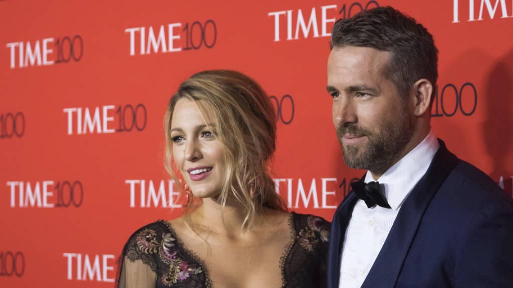 Ryan Reynolds zeigt sich mit Frau, Baby und Wald