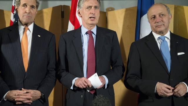 John Kerry, Philip Hammond und Laurent Fabius in London (von links)
