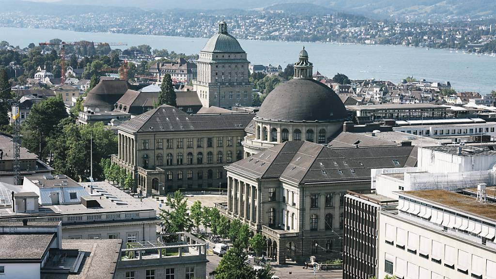 Die Universität Zürich (links) und die ETH (rechts, beide mit Kuppel), gehören im Bereich Blockchain zu den führenden Hochschulen der Welt. (Archivbild)