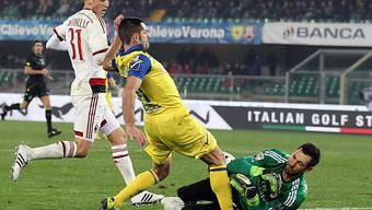 Milans Goalie Diego Lopez riskiert Kopf und Kragen