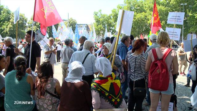 Hunderte Iraner demonstrieren gegen Präsidenten Hassan Rohani