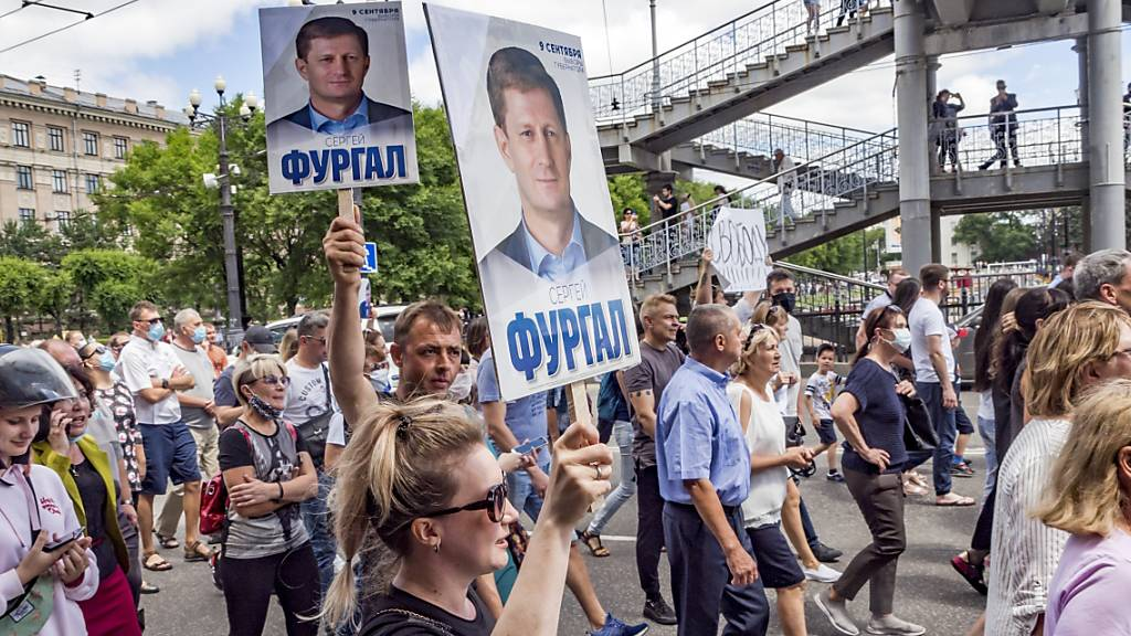 Zehntausende Menschen demonstrieren für russischen Gouverneur