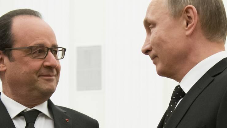 Der französische Präsident François Hollande (l.) bei seinem russischen Amtskollegen im Moskauer Kreml.