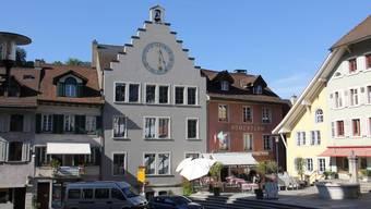 Im August zieht das Steueramt ins leerstehende Amtshaus mit der grossen Uhr.
