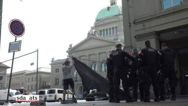 """Grosses Polizeiaufgebot schützt """"Marsch fürs Läbe"""" in Bern"""