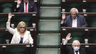 Polens Parlament hat sich für eine erneute Modifikation des Wahlrechts ausgesprochen - nunmehr soll bei Wahlen auch eine Briefwahl möglich sein. (Archivbild)