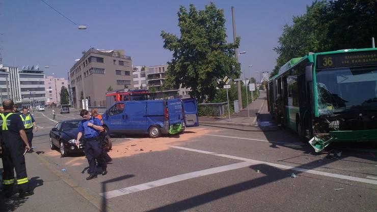BVB-Bus kollidiert mit Lieferwagen