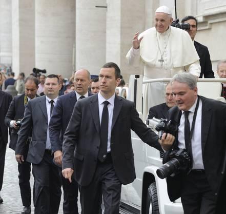 Lorenz Keusch begleitet den Papst auf seinen Reisen durch die Welt.
